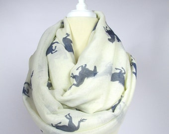 Wild horse  infinity scarf oversized chunky scarf spring loop scarf circled scarf in off White Handmade