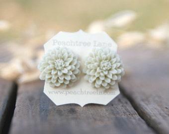 Cream Ivory Ecru Chrysanthemum Flower Earrings // Bridesmaid Gifts // Bridesmaid Earrings // Country Barn Wedding