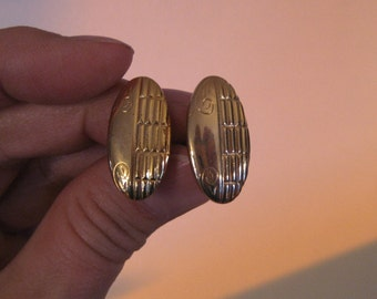 Vintage gold cuff links.  Mens jewelry. Costume jewelry.
