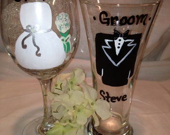 Bride and Groom Wedding Glasses Gift Handpainted Personalized Set, Wedding Gift, Wedding Favors, Personalized Wedding Gift