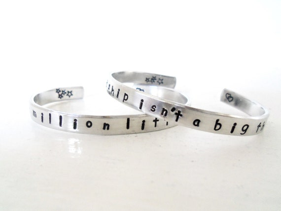 Mother/ Daughter, Best Friends Bracelet Set, Friendship Isnt a BIG Thing, Its a MILLION Little Things, Customizable