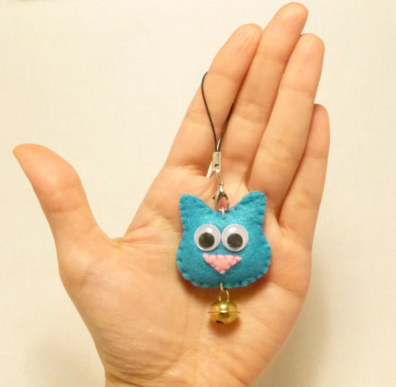 Cellphone charm, Phone accessories, Cat phone charm, Mini cat, Mini felt plush, Fabric charm, Googly eyes, Rattle, Handmade by Marumadrid