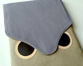 iPad Case/Sleeve - Hoot The Owl (Gray Beige)