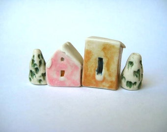 house beads, winter houses,snowy roofs