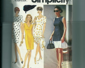 Simiplicity Misses/ Misses' Petite Slim Dress or Tunic and Skirt Pattern 7916