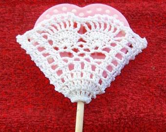 A Sweet Heart Gift Pocket, crochet pattern, DIY, holds a lollipop, a rose, a greeting, a love note