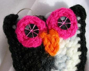 Black & White Owl Key Fob