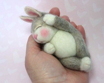 Needle Felted Animal Tutorial / Needle Felted Animal Pattern / Needle Felted Bunny / Needle Felting / Wool Roving / Wool Fleece / Pattern
