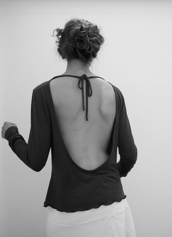 backless jersey top, extra long sleeves, deep open back, jersey