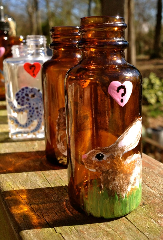 """Hand Painted Glass: Tiny """"Do You Love Me"""" Bunny Bud Vase"""