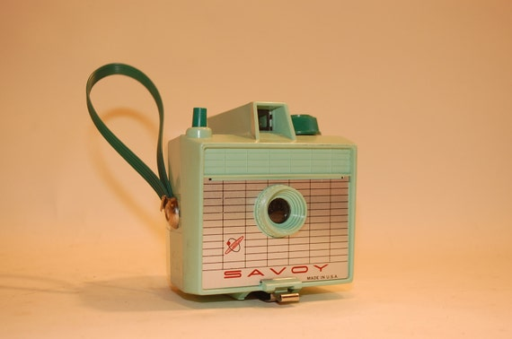 Vintage mint green Imperial Savoy camera 620 box type
