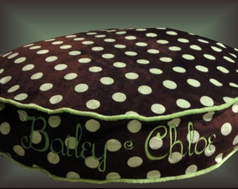"25"" or 30"" Round Bed for Dogs - Polka Dots - Includes Embroidered Personalization"