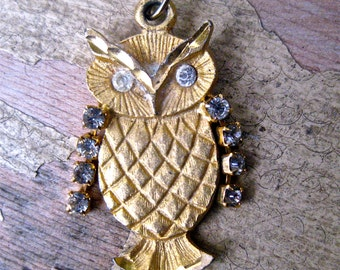 Vintage  gold Owl pendant with rhinestone wings moveable wings retro jewelry  ZZ1