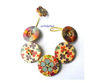 Bracelet made of buttons, button jewelry made of wood buttons beautiful floral design