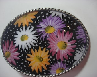 Womens Belt Buckle - Daisy Bouquet - Oval Wearable Art