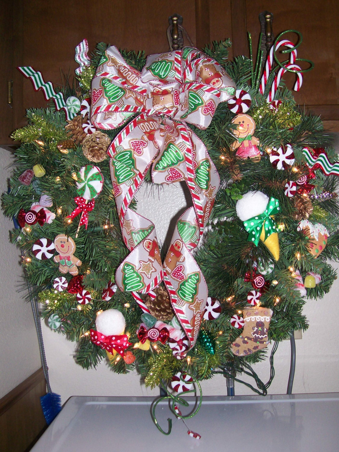 "25"" CANDYLAND CHRISTMAS WREATH w/ lights Faux Gingerbread Cookie Gumdrop Peppermint Candy Cane"