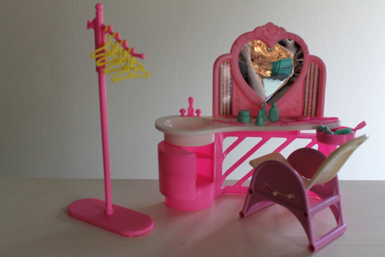 Vintage Barbie Beauty Salon Playset