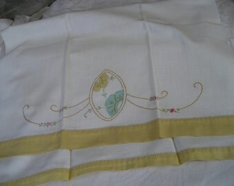 VINTAGE White Linen Applique and Embroidered Flower Hand Towel