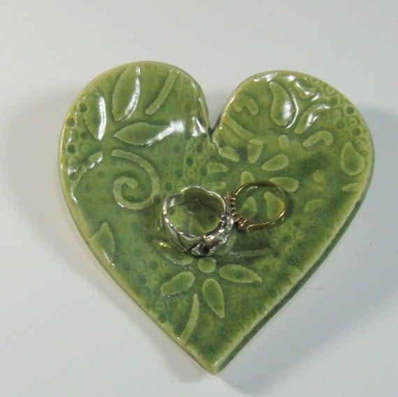 Trinket dish heart shape jewelry dish stoneware pottery for Heart shaped jewelry dish