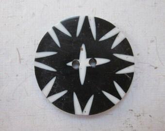 White Star Inlaid Horn Button