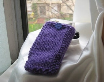Knitted cozy iphone case  in purple --2