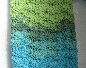 Crocheted iphone/Galaxy case - Touquise with pale blue and green from cotton