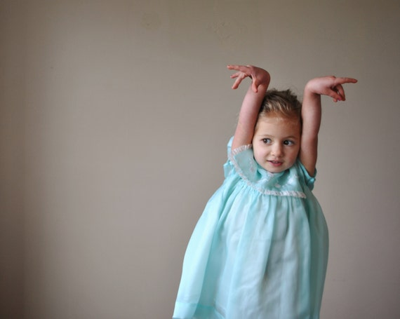 1960s Spring Party dress for Toddler girl, size 18 months to 3t