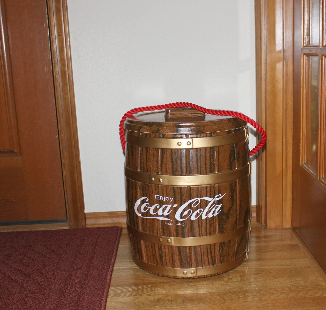 vintage coca cola cooler pictures to pin on pinterest pinsdaddy. Black Bedroom Furniture Sets. Home Design Ideas