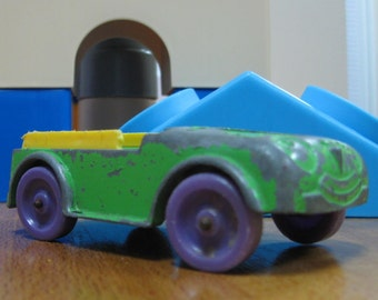 1967 Tootsie Toy USA Green Die cast car Little People