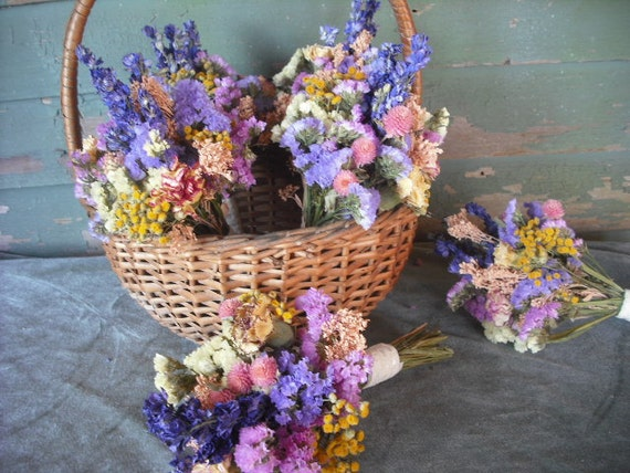 Dried flower bridal bouquet in spring or summer colors. Small and sweet for your flowergirl, bridesmaids or toss bouquet.