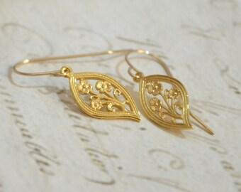 Bridesmaid Earrings/ bridesmaid gift/ Earrings For Women/ Gold filled Earrings/ Leaf Earrings/ Dainty Earrings