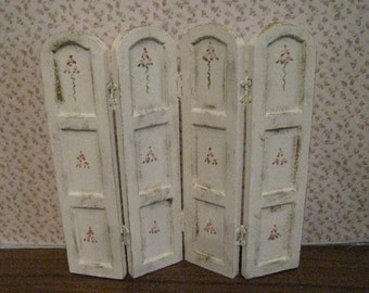 Screen, bedroom screen,  dollshouse screen, tatty chic screen,  white, twelfth scale, dollhouse miniature