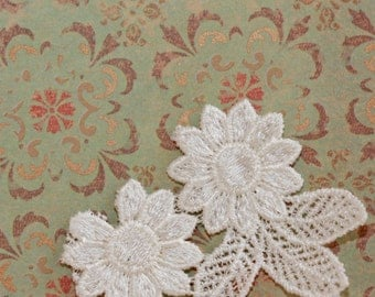 Small Pure White Lace Daisies w leaves - Floral Vintage Applique piece, Thick Lace (1)