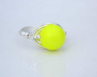 Neon Yellow Pearl Ring - Size 7 - Pearl Ring, Swarovski Pearl, Silver Pearl Ring, Neon Yellow, Hot Color Neon Bright Jewelry, Ring Jewelry