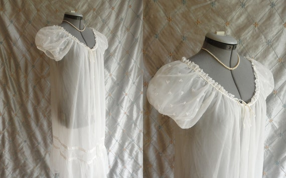 Vintage 50s 60s White Chiffon Wedding Peignoir Robe with lace and embroidered bows by Kayser