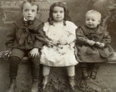 1800's Cabinet Card Photo of 3 Young Siblings Seated on a Bench/Wis.