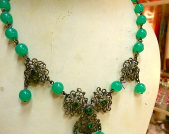 """1930's, 15"""" long, apple green beaded chain necklace"""