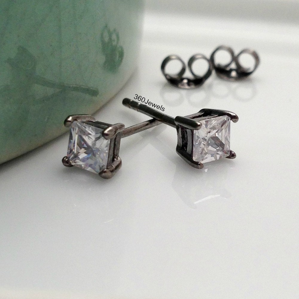 men 39 s earrings luminous hexahedron stud earrings diamond. Black Bedroom Furniture Sets. Home Design Ideas
