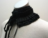 Pleated black collar with satin ties
