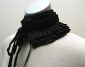 Pleated black collar with satin ties