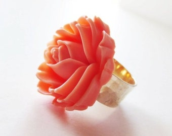 Peach rose ring. Hammered silver. Ballet pink ring. Ballet pink rose. Peach flower ring. Romantic ring. Statement ring. Pink flower ring.