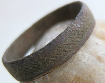 ring from an arhceological dig... size 7...     JEWELRY... x201