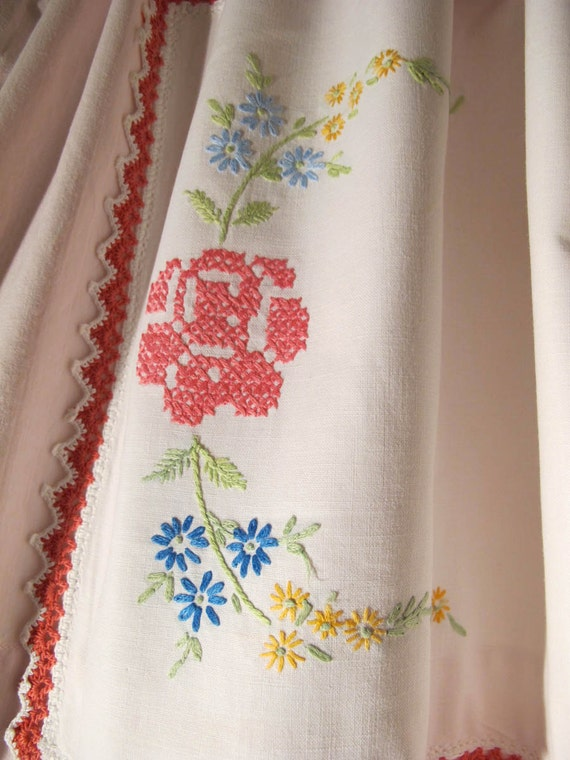 Repurpose Vintage Linens Valance Upcycle Table Scarves