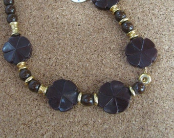 Lovely vintage brown floral Mali bead choker necklace with gold bead accents, Retro necklace