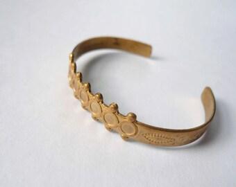 Vintage brass gold bracelet cuff. Small child size bracelet with geometric detail.