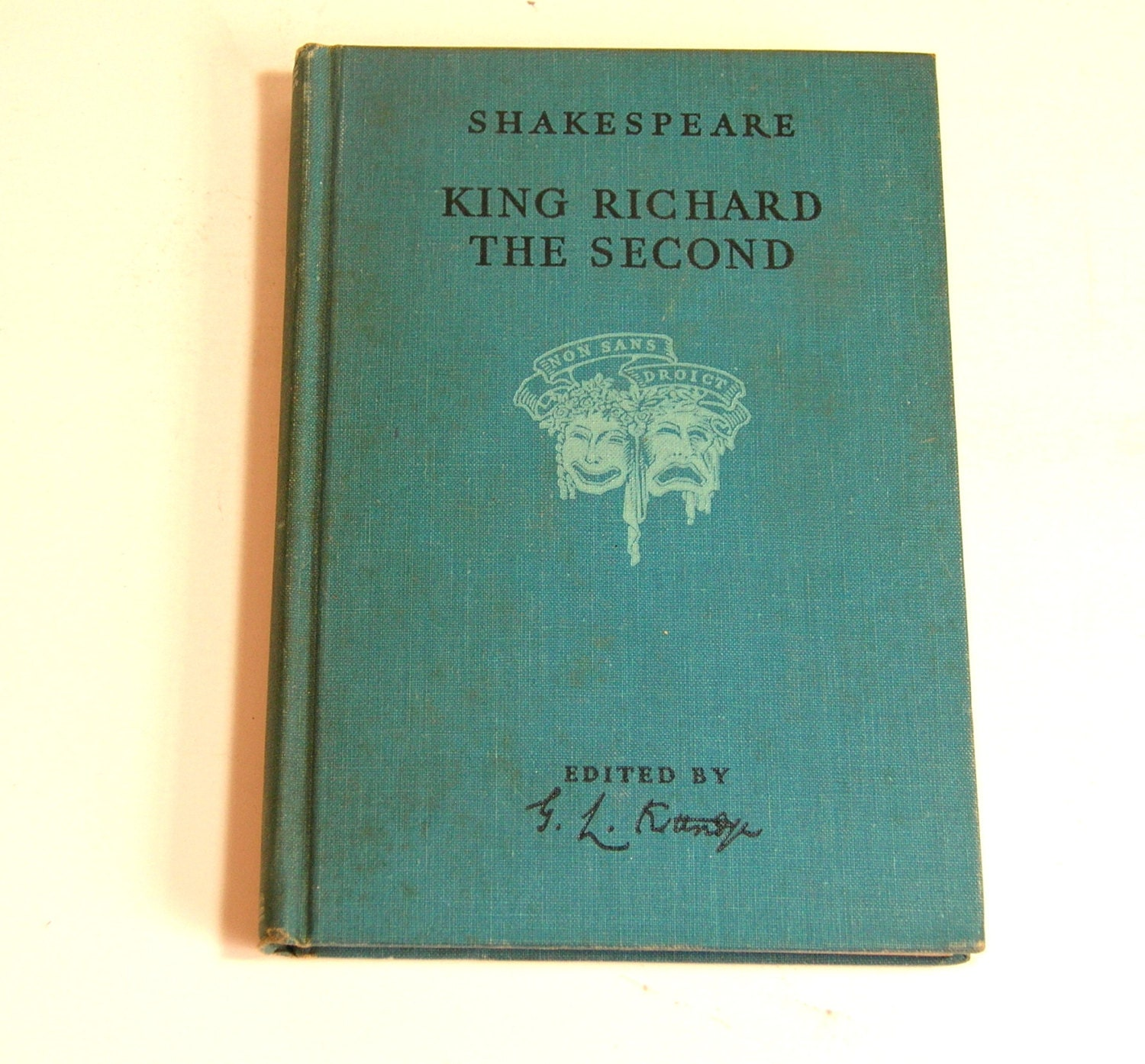 shakespeare richard the second The tragedy of king richard the second is a play written by william shakespeare around 1595 and based on the life of king richard ii of england it is the first part of a tetralogy referred to by scholars as the henriad , followed by three plays concerning richard's successors: henry iv, part i  henry iv, part ii  and henry v .
