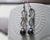 Black Peacock Freshwater Pearls and Hammered Sterling Silver Link Earrings, romantic, elegant, wirework, pearls, party, women, gift