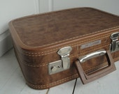 Vintage Vacationer Brown Luggage Hard Suitcase with Keys