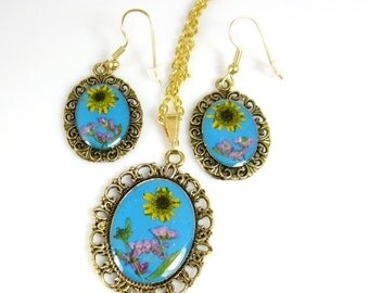 Real Flowers Teal Necklace Earring SET, Pressed Flower Earrings and Pendant, Real Flowers, Resin (1218)