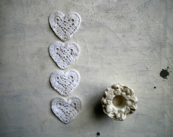 wedding favors hearts - little white heart in crocheted cotton -  set of 4 -